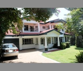 5 Bedroom House All Ensuite - Karen Skydale